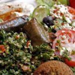 falafel con insalata greca e tzatziki