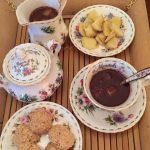 amaretti e cioccolata in tazza allo zenzero
