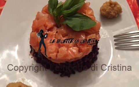 Ricetta del riso venere in tartare di salmone con zabaione salato alla nocciola