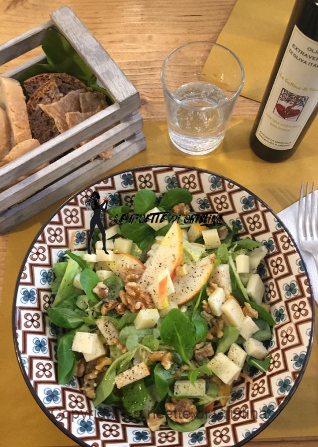 insalata noci, pere e pecorino con pane alle noci